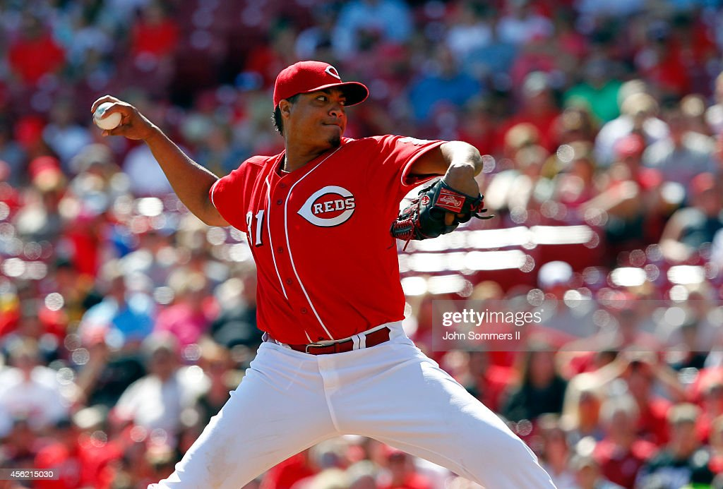Alfredo Simon #31 of the Cincinnati Reds throws a pitch during the game against the Pittsburgh Pirates at Great American Ball Park on September 27, 2014 in Cincinnati, Ohio.
