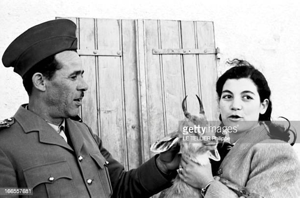 General Bellounis Joined The French Army Guerre d'Algérie DarChioukh décembre 1957 le général BELLOUNIS en famille posant au côté d'une jeune femme...