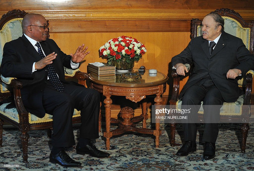Algerian President Abdelaziz Bouteflika (R) confers with his South African counterpart Jacob Zuma at the presidential palace, on May 25,2010 in Algiers. Zuma is on a two-day official visit to Algeria.