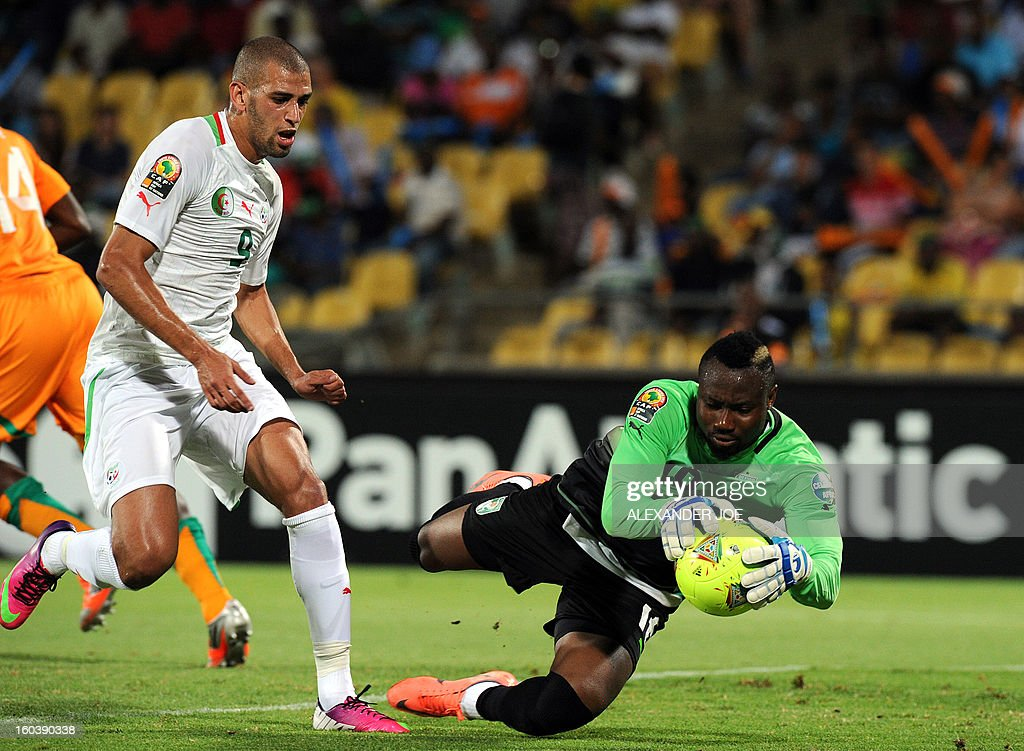 Algeria's forward Islam Slimani vies with Ivory Coast goalkeeper Daniel Yeboah during a 2013 African Cup of Nations Group D football match in Rustenburg on January 30, 2013 at the Royal Bafokeng stadium.