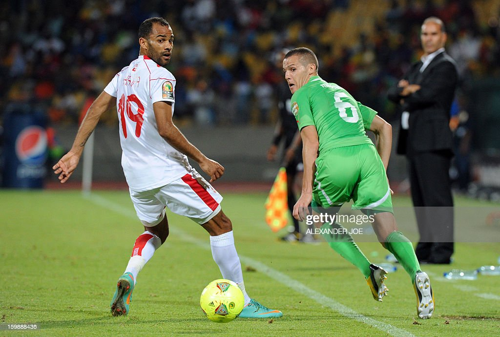Algeria's forward Yacine Bezzaz (R) vies with Tunisia's defender Fatah Garbi during during their Group D 2013 African Cup of Nations football match at Royal Bafokeng stadium in Rustenburg on January 22, 2013. AFP PHOTO / ALEXANDER JOE