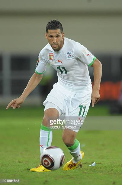 Algeria's National football team player Slimane Raho controls the ball on january 24 2010 at the Chiazi stadium in Cabinda during their quarter final...