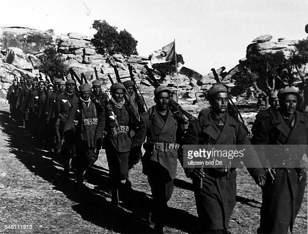 eine Kompanie der FLN in einem Camp im Westen Algeriens 1958