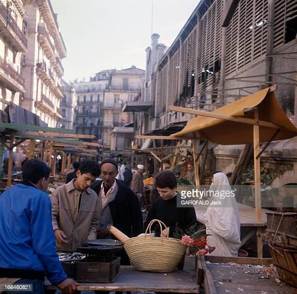 Algiers Bab El Wadi In 1963 Bab El Oued faubourg d'Alger automne 1962 Geneviève française restée ici secrétaire sténo fait son marché dans une des...
