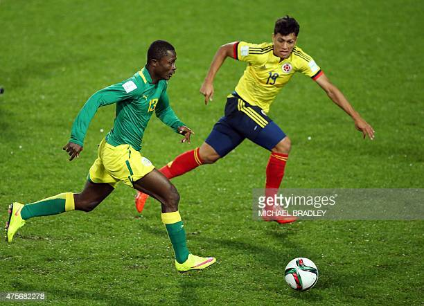 Alhassane Sylla of Senegal fights for the ball with Victor Gutierrez of Colombia during the FIFA Under20 World Cup football match between Colombia...