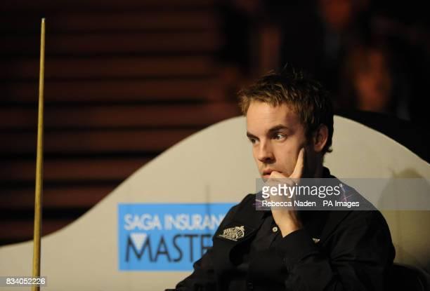Ali Carter in action during the SAGA Insurance Masters at Wembley Arena London