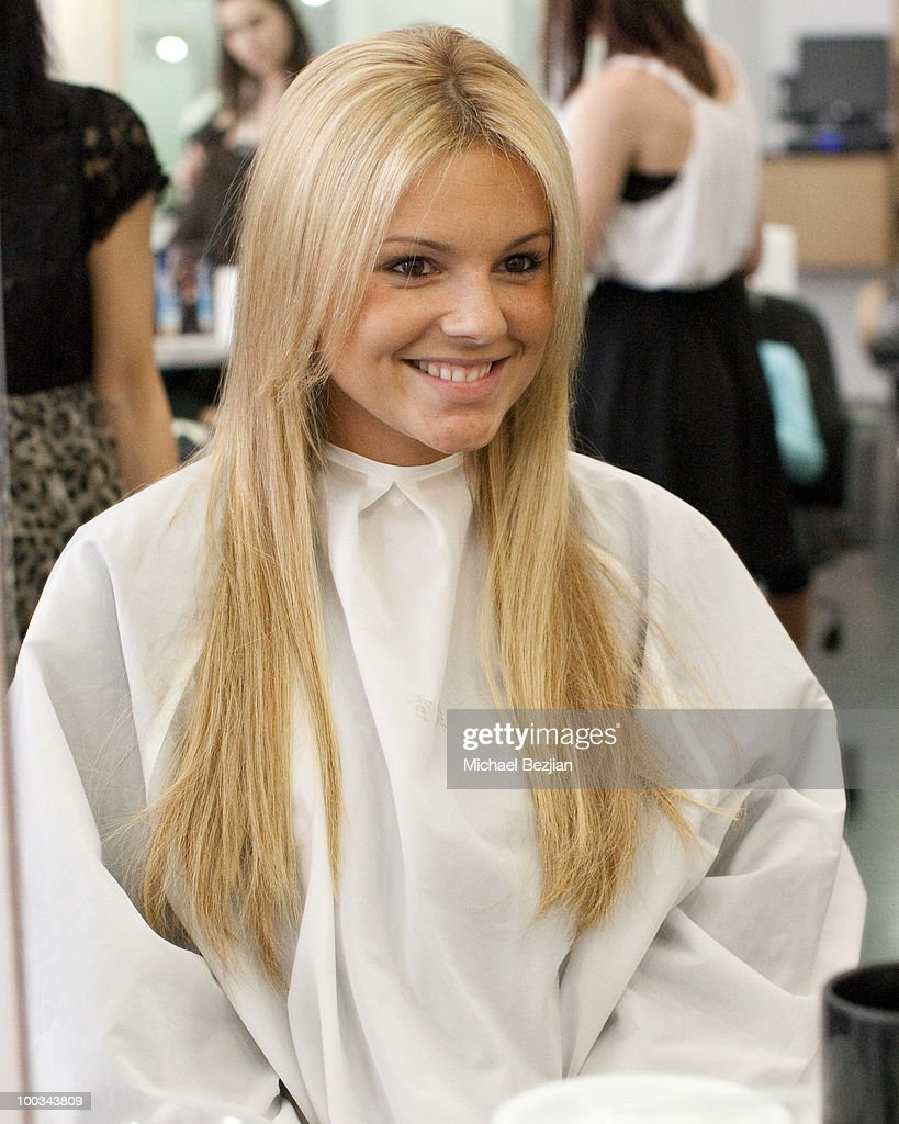 Ali Fedotowsky at Gavert Atelier salon on May 22, 2010 in Beverly Hills, California.