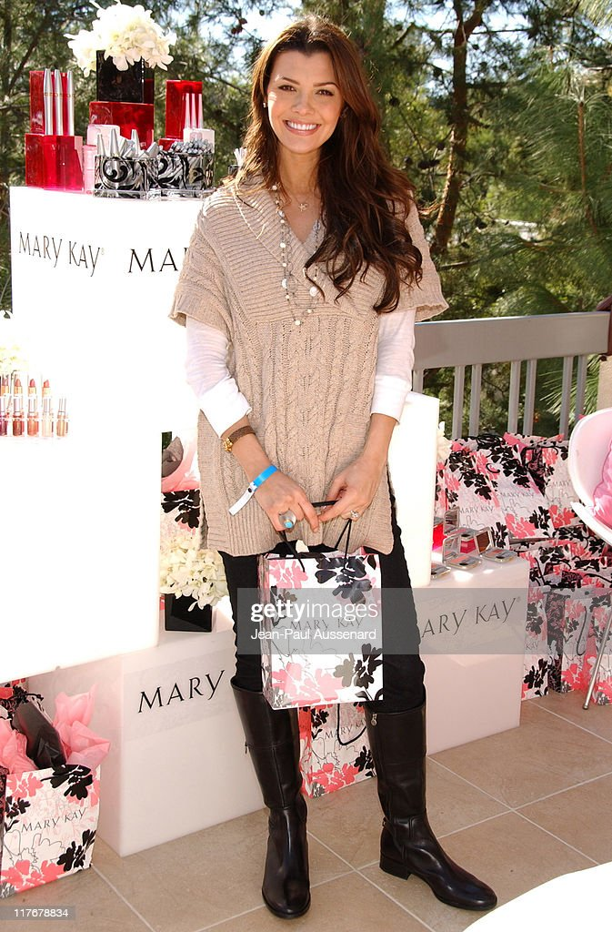 <a gi-track='captionPersonalityLinkClicked' href=/galleries/search?phrase=Ali+Landry&family=editorial&specificpeople=543155 ng-click='$event.stopPropagation()'>Ali Landry</a> at Mary Kay during 2007 Silver Spoon Golden Globes Suite - Day 2 in Los Angeles, California, United States. (Photo by Jean-Paul Aussenard/WireImage for Silver Spoon (formerly The Cabana))