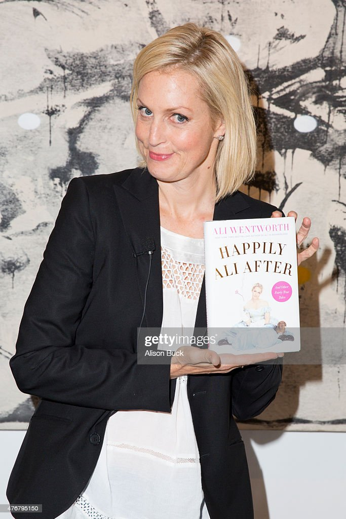 """Ali Wentworth Discusses Her New Book """"Happily Ali After"""" In Conversation With Jackie Collins"""