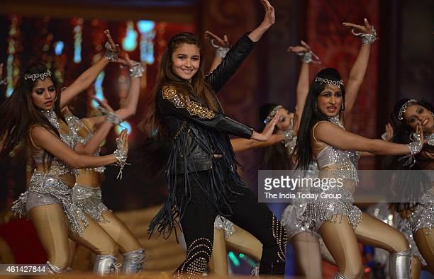 Alia Bhatt performing in Mumbai police show UMANG at Andheri sports complex