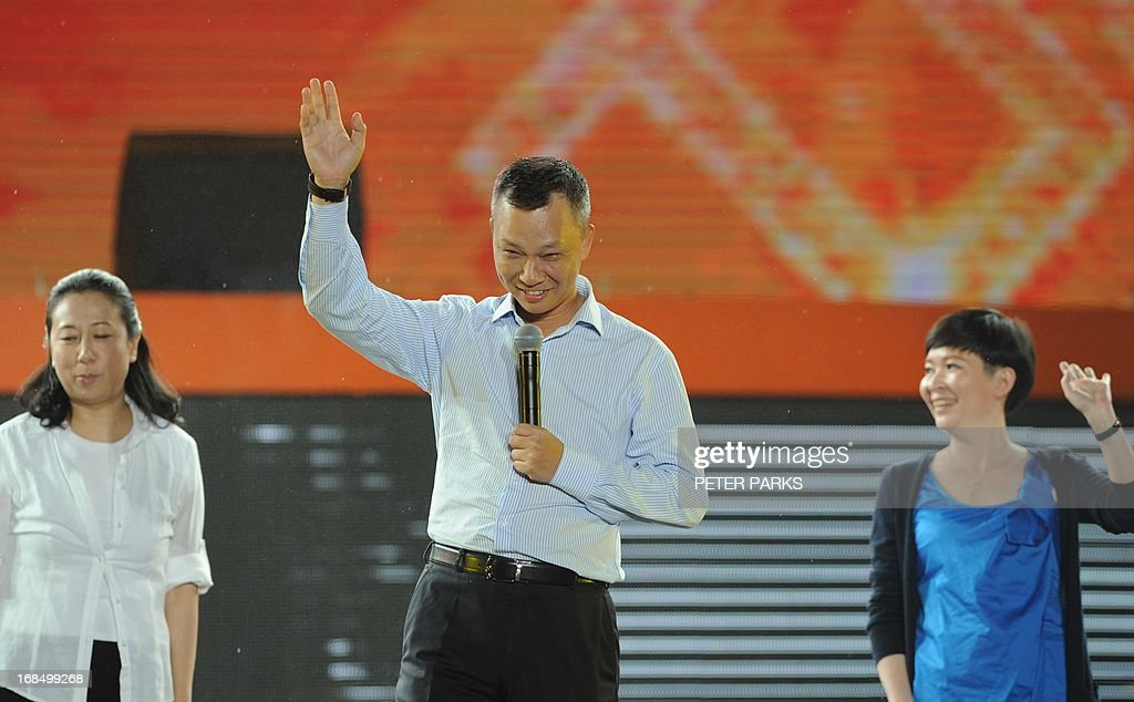 Alibaba's new CEO Lu Zhaoxi (C) waves before speaking at an event to mark the 10th anniversary of China's most popular online shopping destination Taobao Marketplace in Hangzhou on May 10, 2013. As Ma steps aside after building the world's largest online retailer, the Chinese firm is preparing a huge stock offer prompting comparisons with Facebook -- whose profits it dwarfs. AFP PHOTO/Peter PARKS