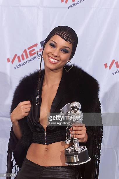 Alica Keys backstage at the 2001 MTV Video Music Awards held at the Metropolitan Opera House at Lincoln Center in New York City 9/6/01 Photo by Evan...