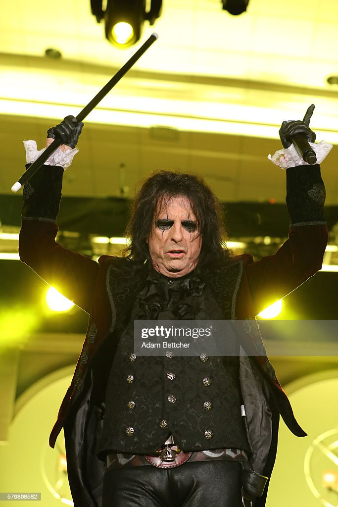 Alice Cooper from The Hollywood Vampires performs at the 2016 Starkey Hearing Foundation 'So the World May Hear' awards gala at the St Paul...
