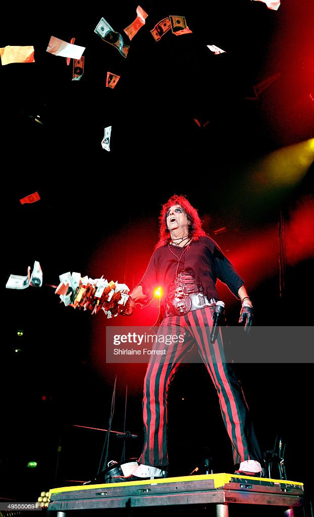 Alice Cooper performs at Manchester Arena on November 3 2015 in Manchester England