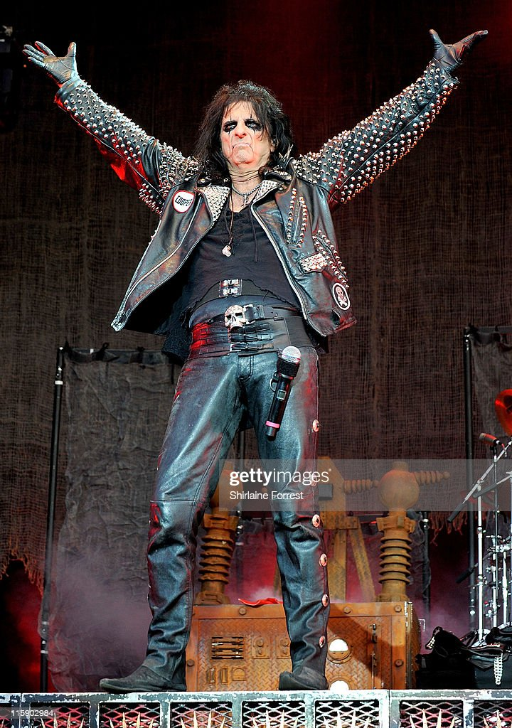 <a gi-track='captionPersonalityLinkClicked' href=/galleries/search?phrase=Alice+Cooper&family=editorial&specificpeople=202989 ng-click='$event.stopPropagation()'>Alice Cooper</a> performs on day two of the Download Festival at Donington Park on June 11, 2011 in Castle Donington, England.