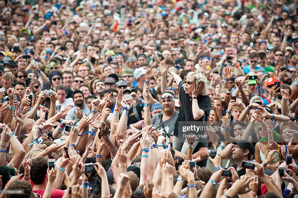 <a gi-track='captionPersonalityLinkClicked' href=/galleries/search?phrase=Alice+Glass&family=editorial&specificpeople=5334926 ng-click='$event.stopPropagation()'>Alice Glass</a> of Crystal Castles performs during Lollapalooza 2013 at Grant Park on August 2, 2013 in Chicago, Illinois.
