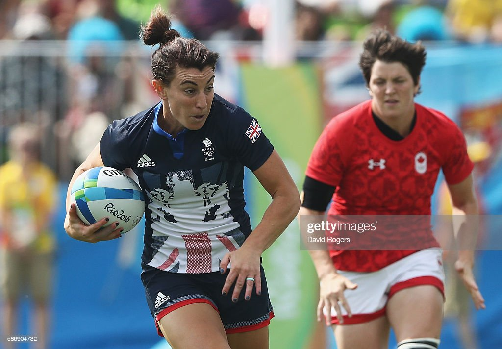 Alice Richardson of Great Britain carries the ball to score a try against Canada during the Women's Pool C rugby match on Day 2 of the Rio 2016...
