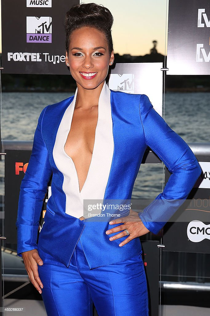 <a gi-track='captionPersonalityLinkClicked' href=/galleries/search?phrase=Alicia+Keys&family=editorial&specificpeople=169877 ng-click='$event.stopPropagation()'>Alicia Keys</a> arrives at the Foxtel Music Channels Summer Launch at the Botanic Gardens on December 3, 2013 in Sydney, Australia.
