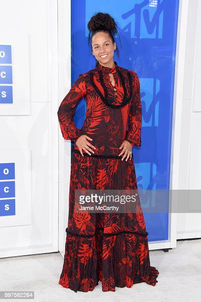 alicia-keys-attends-the-2016-mtv-video-music-awards-at-madison-square-picture-id597562264