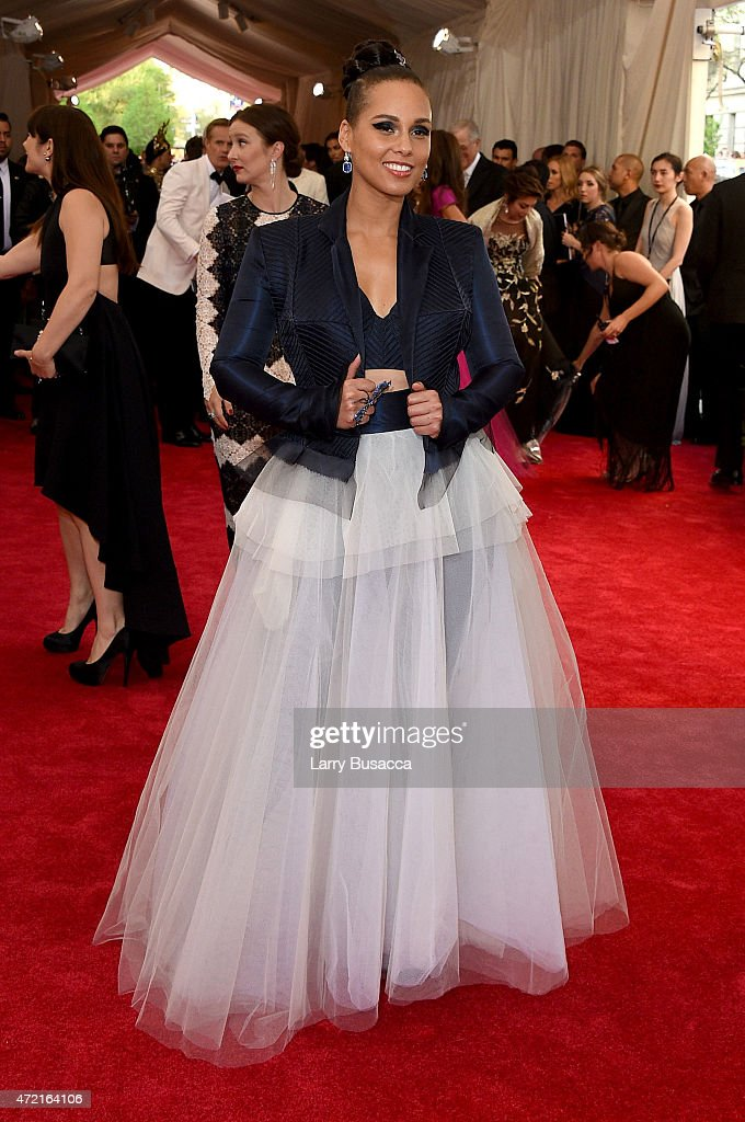 <a gi-track='captionPersonalityLinkClicked' href=/galleries/search?phrase=Alicia+Keys&family=editorial&specificpeople=169877 ng-click='$event.stopPropagation()'>Alicia Keys</a> attends the 'China: Through The Looking Glass' Costume Institute Benefit Gala at the Metropolitan Museum of Art on May 4, 2015 in New York City.