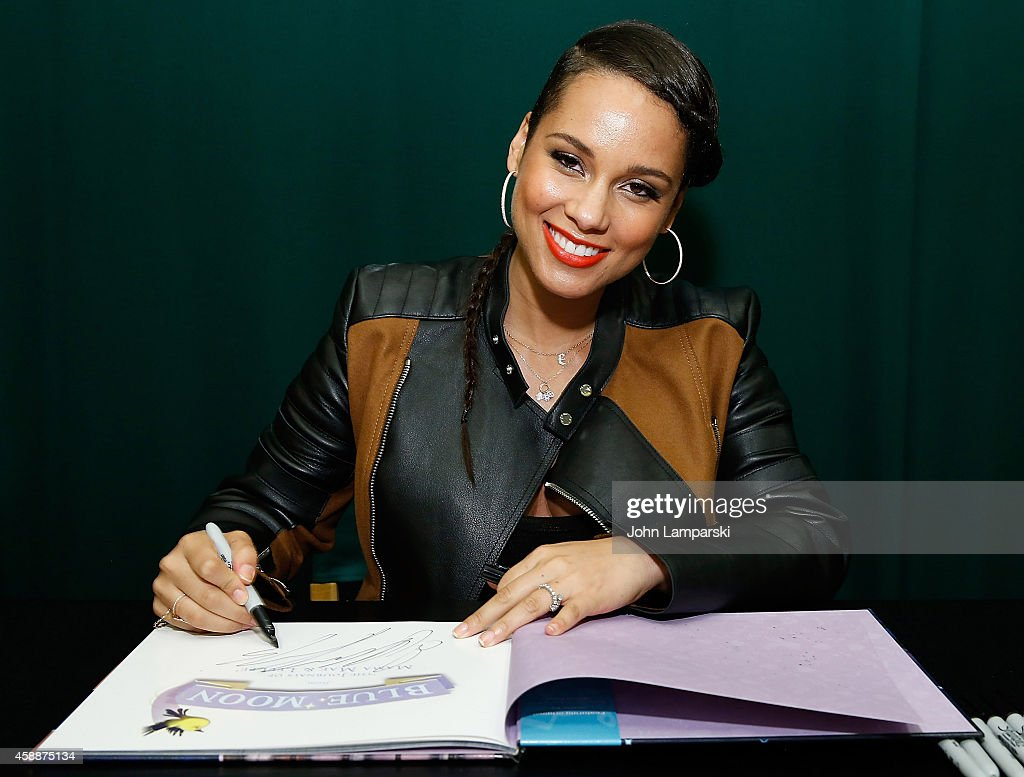 <a gi-track='captionPersonalityLinkClicked' href=/galleries/search?phrase=Alicia+Keys&family=editorial&specificpeople=169877 ng-click='$event.stopPropagation()'>Alicia Keys</a>' 'Blue Moon: From The Journals Of Mama Mae & LeeLee' Book Release at Barnes & Noble Tribeca on November 12, 2014 in New York City.