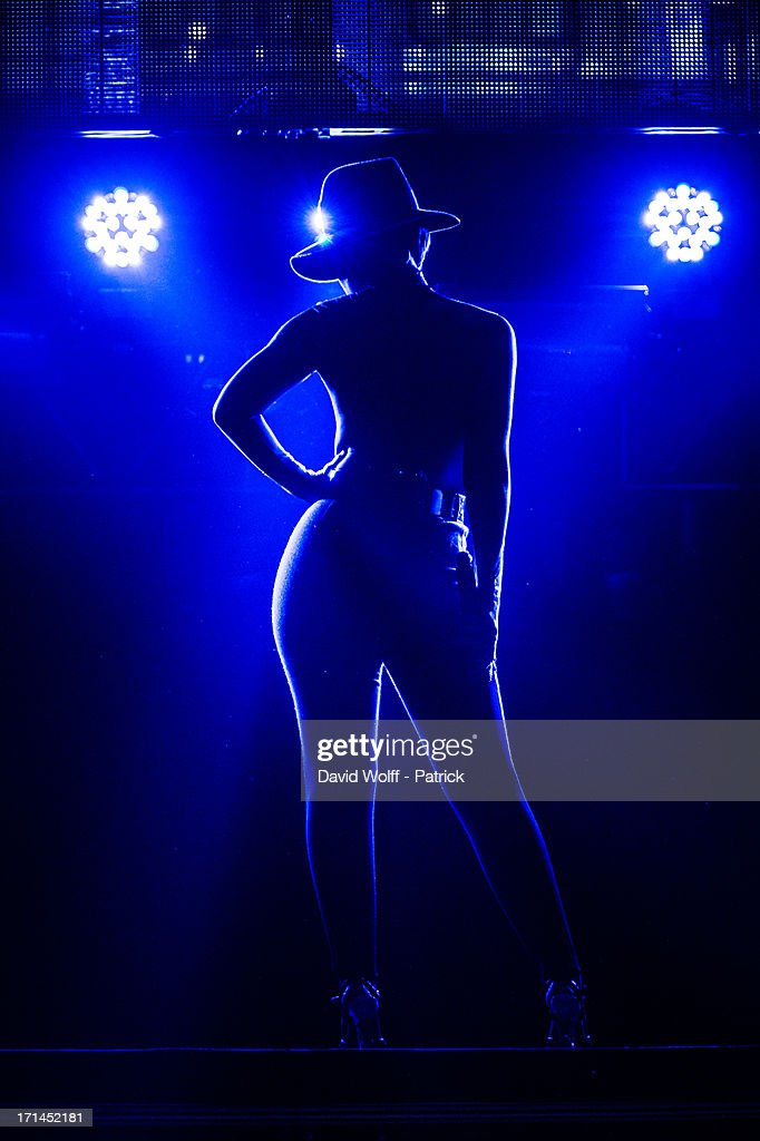 <a gi-track='captionPersonalityLinkClicked' href=/galleries/search?phrase=Alicia+Keys&family=editorial&specificpeople=169877 ng-click='$event.stopPropagation()'>Alicia Keys</a> performs at Palais Omnisports de Bercy on June 24, 2013 in Paris, France.