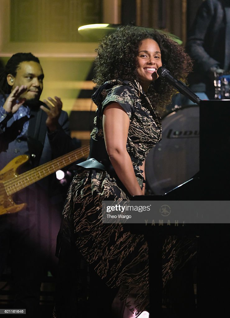 Alicia Keys performs during a taping of 'The Tonight Show Starring Jimmy Fallon' at Rockefeller Center on November 4, 2016 in New York City.