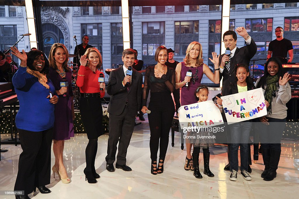 AMERICA - Alicia Keys performs live on 'Good Morning America,' 11/26/12, airing on the ABC Television Network. (Photo by Donna Svennevik/ABC via Getty Images) FAN, GINGER ZEE, AMY ROBACH, GEORGE STEPHANOPOULOS, ALICIA KEYS, LARA SPENCER, JOSH ELLIOTT, FANS