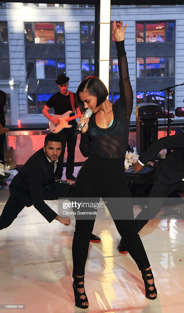 AMERICA - Alicia Keys performs live on 'Good Morning America,' 11/26/12, airing on the ABC Television Network. (Photo by Donna Svennevik/ABC via Getty Images) ALICIA