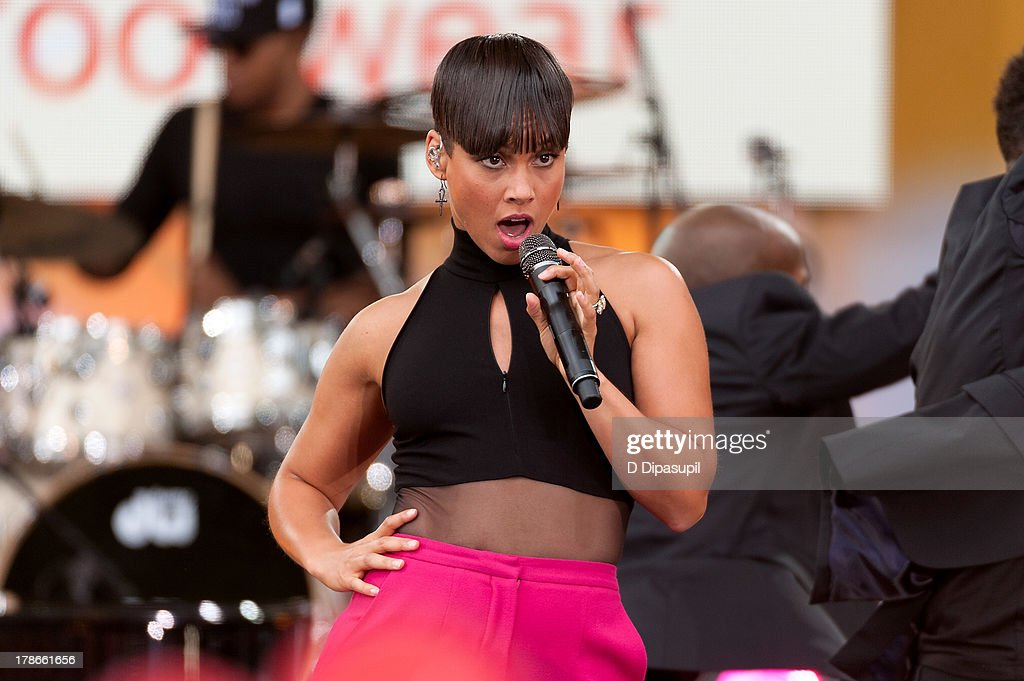 <a gi-track='captionPersonalityLinkClicked' href=/galleries/search?phrase=Alicia+Keys&family=editorial&specificpeople=169877 ng-click='$event.stopPropagation()'>Alicia Keys</a> performs on ABC's 'Good Morning America' at Rumsey Playfield on August 30, 2013 in New York City.
