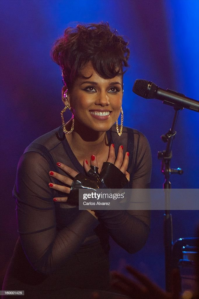 <a gi-track='captionPersonalityLinkClicked' href=/galleries/search?phrase=Alicia+Keys&family=editorial&specificpeople=169877 ng-click='$event.stopPropagation()'>Alicia Keys</a> performs on stage during '40 Principales Awards' 2012 at Palacio de los Deportes on January 24, 2013 in Madrid, Spain.