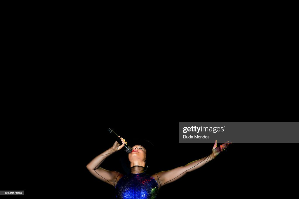 <a gi-track='captionPersonalityLinkClicked' href=/galleries/search?phrase=Alicia+Keys&family=editorial&specificpeople=169877 ng-click='$event.stopPropagation()'>Alicia Keys</a> performs on stage during a concert in the Rock in Rio Festival on September 15, 2013 in Rio de Janeiro, Brazil.