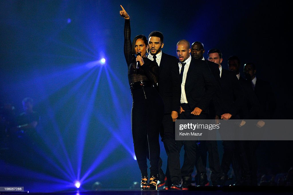 <a gi-track='captionPersonalityLinkClicked' href=/galleries/search?phrase=Alicia+Keys&family=editorial&specificpeople=169877 ng-click='$event.stopPropagation()'>Alicia Keys</a> (L) performs onstage during the MTV EMA's 2012 at Festhalle Frankfurt on November 11, 2012 in Frankfurt am Main, Germany.