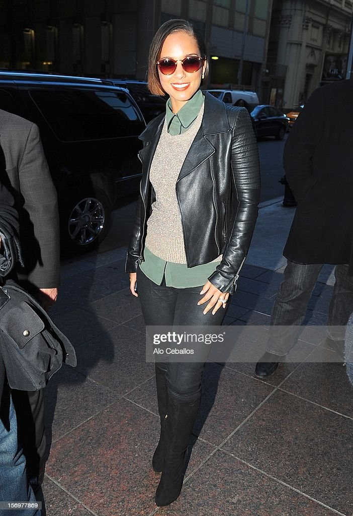 <a gi-track='captionPersonalityLinkClicked' href=/galleries/search?phrase=Alicia+Keys&family=editorial&specificpeople=169877 ng-click='$event.stopPropagation()'>Alicia Keys</a> Sighting at Streets of Manhattan on November 26, 2012 in New York City.
