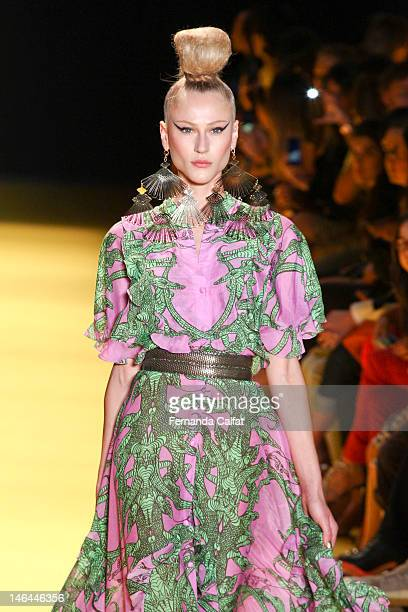 Alicia Kuczman walks the runway at the Andre Lima show during Sao Paulo Fashion Week Spring/Summer 2013 Collections on June 16 2012 in Sao Paulo...
