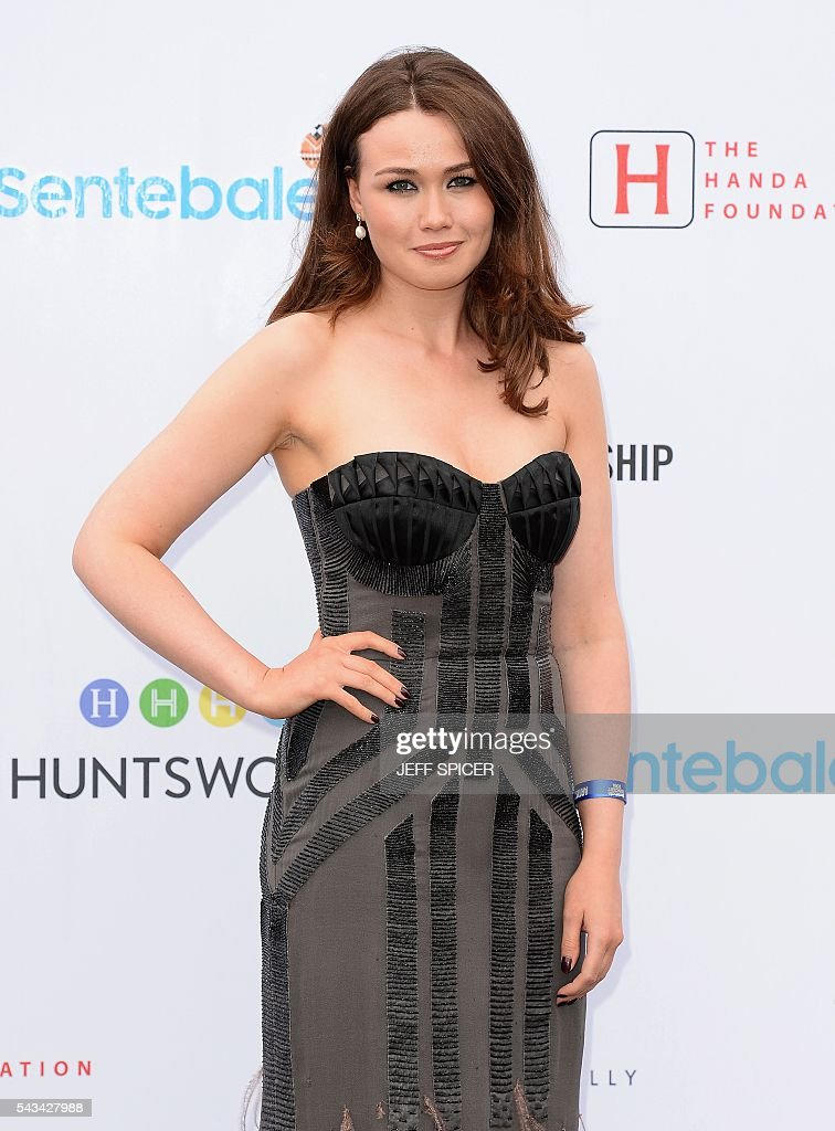 Alicia Lowes poses for photographers as she arrives to attend the Sentebale Concert at Kensington Palace in central London on June 28, 2016 in London. Prince Harry will be joined by co-founding Patron Prince Seeiso of Lesotho to watch the concert and will deliver a speech on stage during the evening. The event will raise funds to support Sentebale's work helping vulnerable young people in Lesotho and Botswana. / AFP / POOL / Jeff Spicer