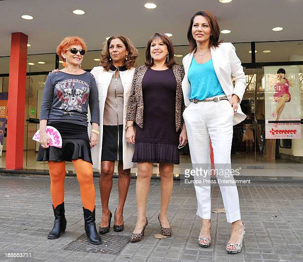Alicia Orozco Lolita Flores Loles Leon and Fabiola Toledo attend the presentation of 'Mas Sofocos' theatre play at Teatre Condal on October 21 2013...