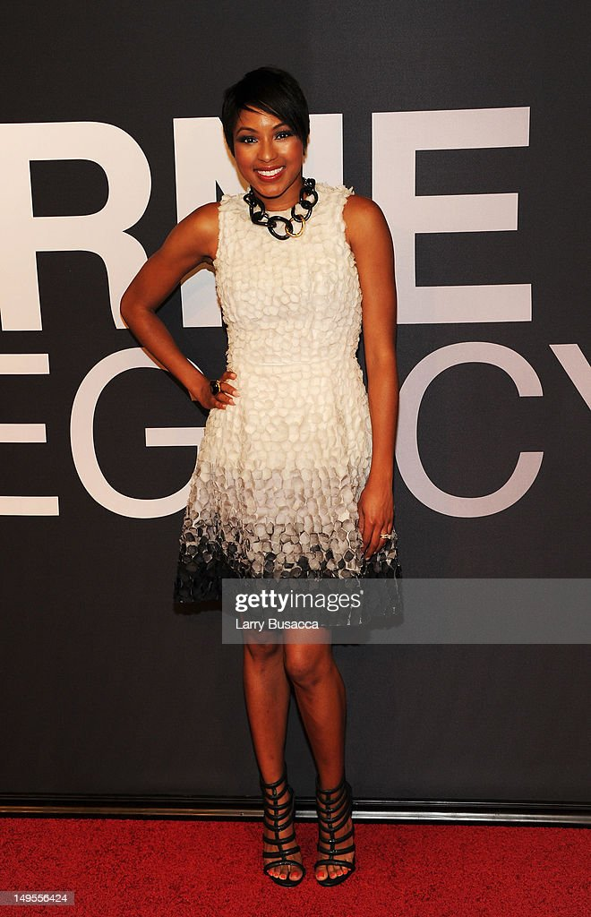 Alicia Quarles attends 'The Bourne Legacy' New York Premiere at Ziegfeld Theater on July 30, 2012 in New York City.