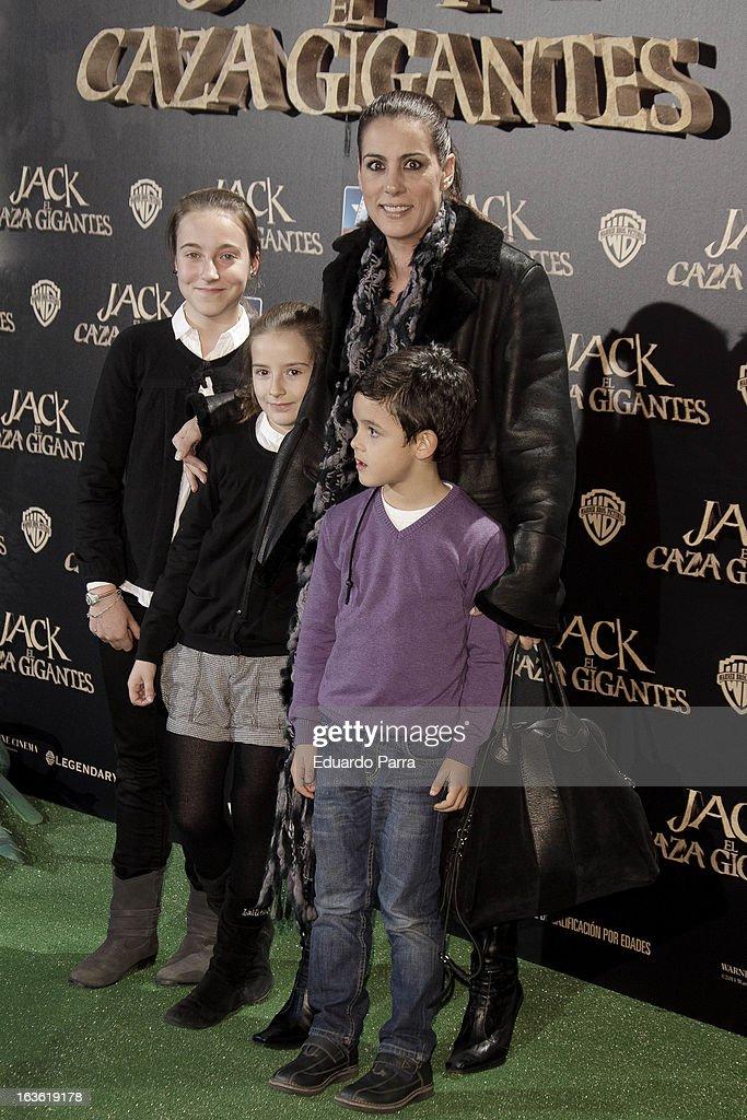 Alicia Senovilla (1R) attends 'Jack el Caza Gigantes' premiere photocall at Kinepolis cinema on March 13, 2013 in Madrid, Spain.