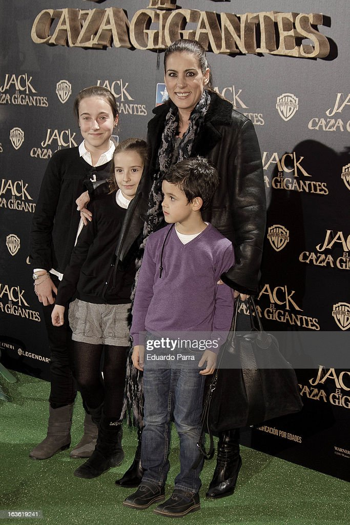 Alicia Senovilla (R) attends 'Jack el Caza Gigantes' premiere photocall at Kinepolis cinema on March 13, 2013 in Madrid, Spain.