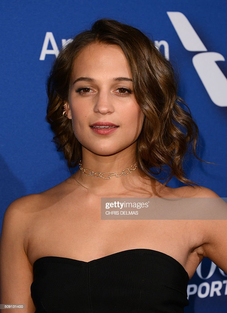Alicia Vikander arrives for the Hollywood Reporter's 4th Annual Academy Awards Nominees Night in Beverly Hills, California, February 8, 2016 / AFP / CHRIS DELMAS