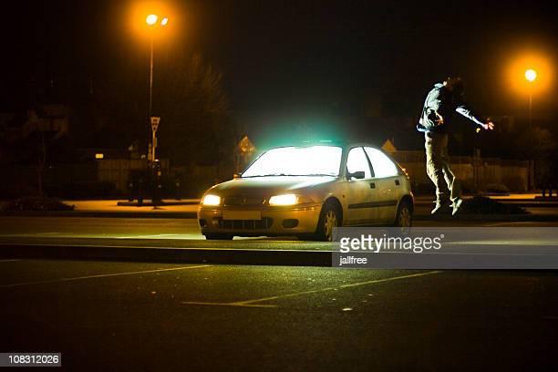 宇宙人の外転、男性に浮かぶ輝く車
