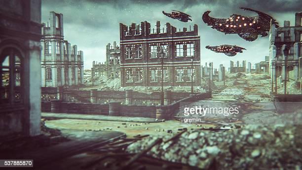 Alieno UFO sorvolare città distrutta
