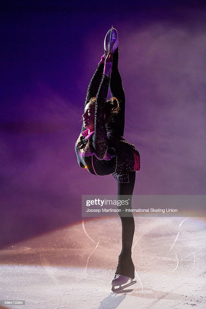 Алина Загитова   Alina-zagitova-of-russia-performs-in-the-gala-exhibition-on-day-three-picture-id596413384