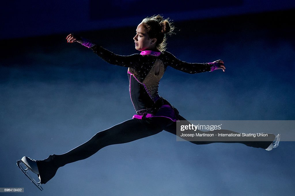 Алина Загитова   Alina-zagitova-of-russia-performs-in-the-gala-exhibition-on-day-three-picture-id596413402