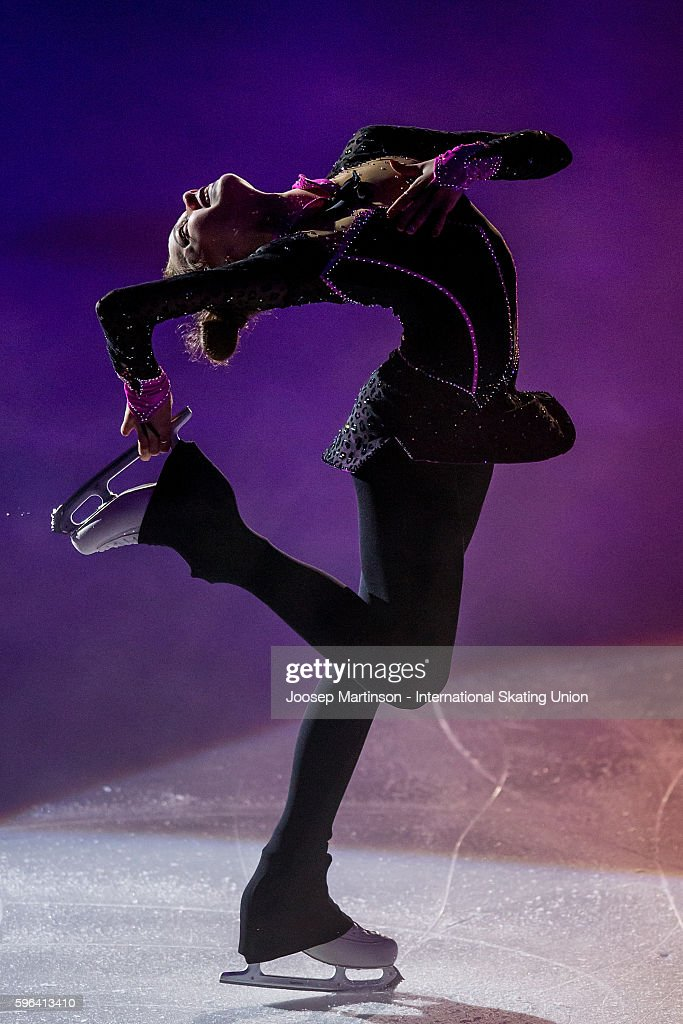 Алина Загитова   Alina-zagitova-of-russia-performs-in-the-gala-exhibition-on-day-three-picture-id596413410
