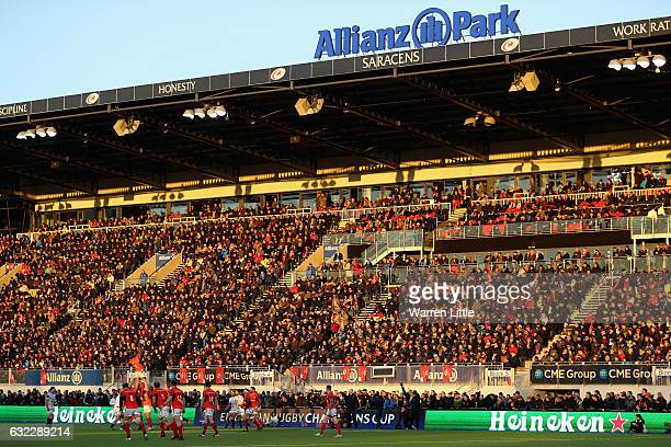 Alineout is contested during the European Rugby Champions Cup between Saracens and RC Toulon at Allianz Park on January 21 2017 in Barnet United...