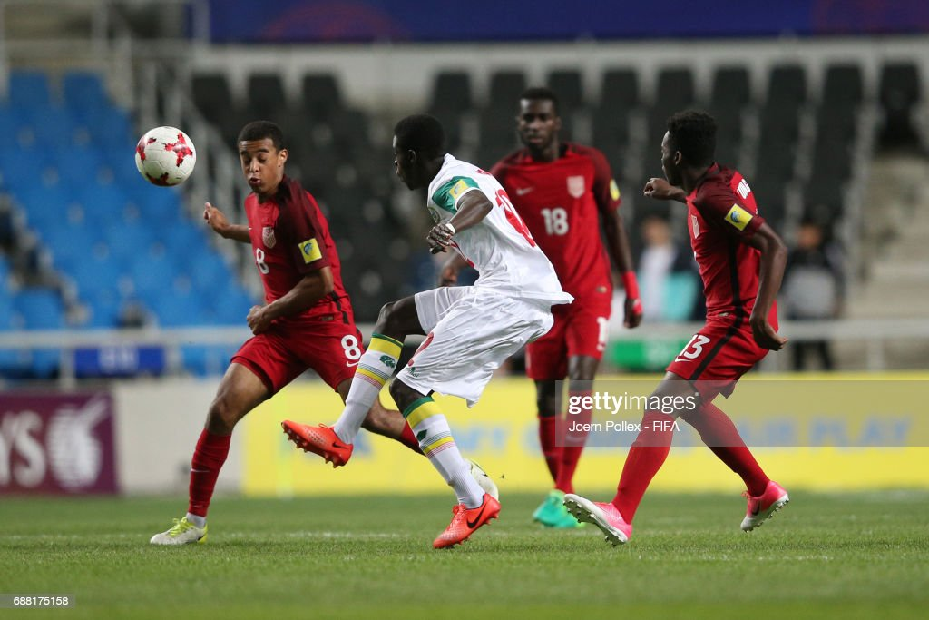 Aliou Badji of Senegal and Tyler Adams of USA compete for the ball during the FIFA U-20 World Cup Korea Republic 2017 group F match between Senegal and USA at Incheon Munhak Stadium on May 25, 2017 in Incheon, South Korea.
