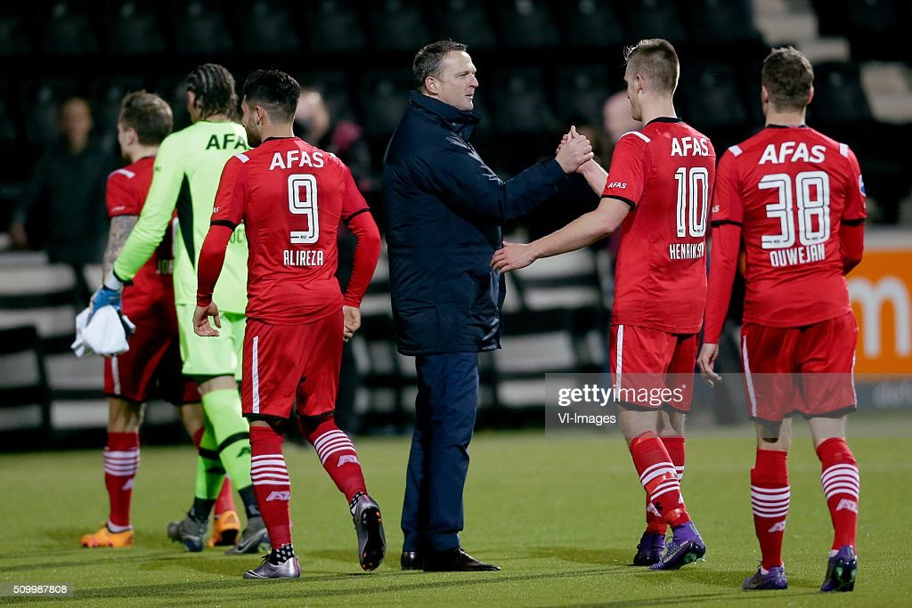 Alireza Jahanbakhsh of AZ Alkmaar, coach John van den Brom of AZ Alkmaar, Markus Henriksen of AZ Alkmaar, Thomas Ouwejan of AZ Alkmaar during the Dutch Eredivisie match between Heracles Almelo and AZ Alkmaar at Polman stadium on February 13, 2016 in Almelo, The Netherlands