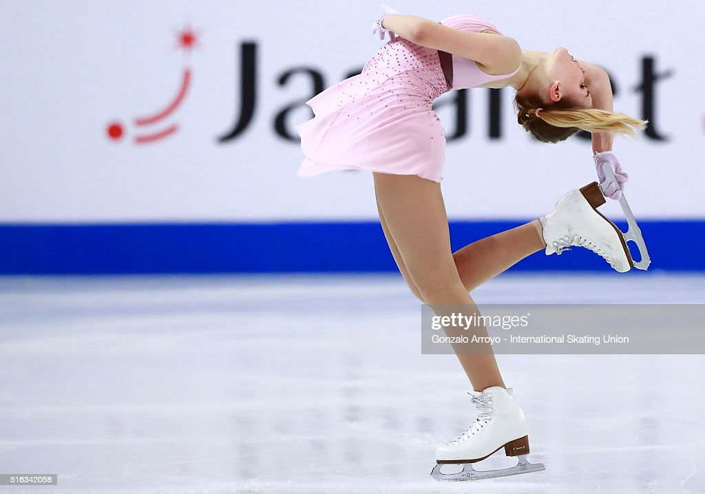 Алиса Федичкина - Страница 6 Alisa-fedichkina-from-russia-skates-during-the-ladies-short-program-picture-id516342058